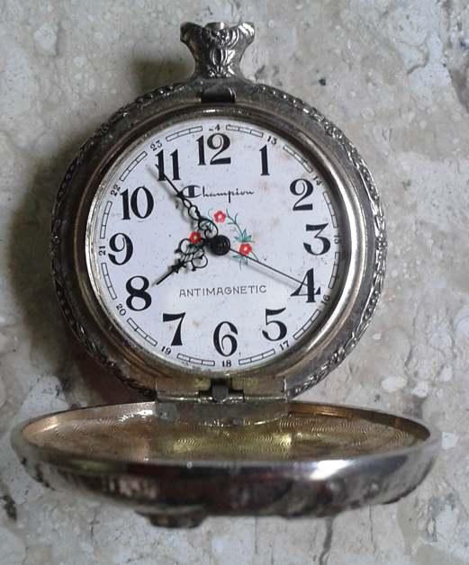 124c6554c3e Antigo Relógio de bolso a corda marca CHAMPION . sem