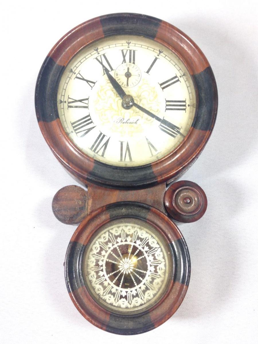 cbd53afdbfb Zoom. Lote 520. Carregando... Tipo  Relógio. RUBINICK - Delicado e antigo  relógio de parede dito ...