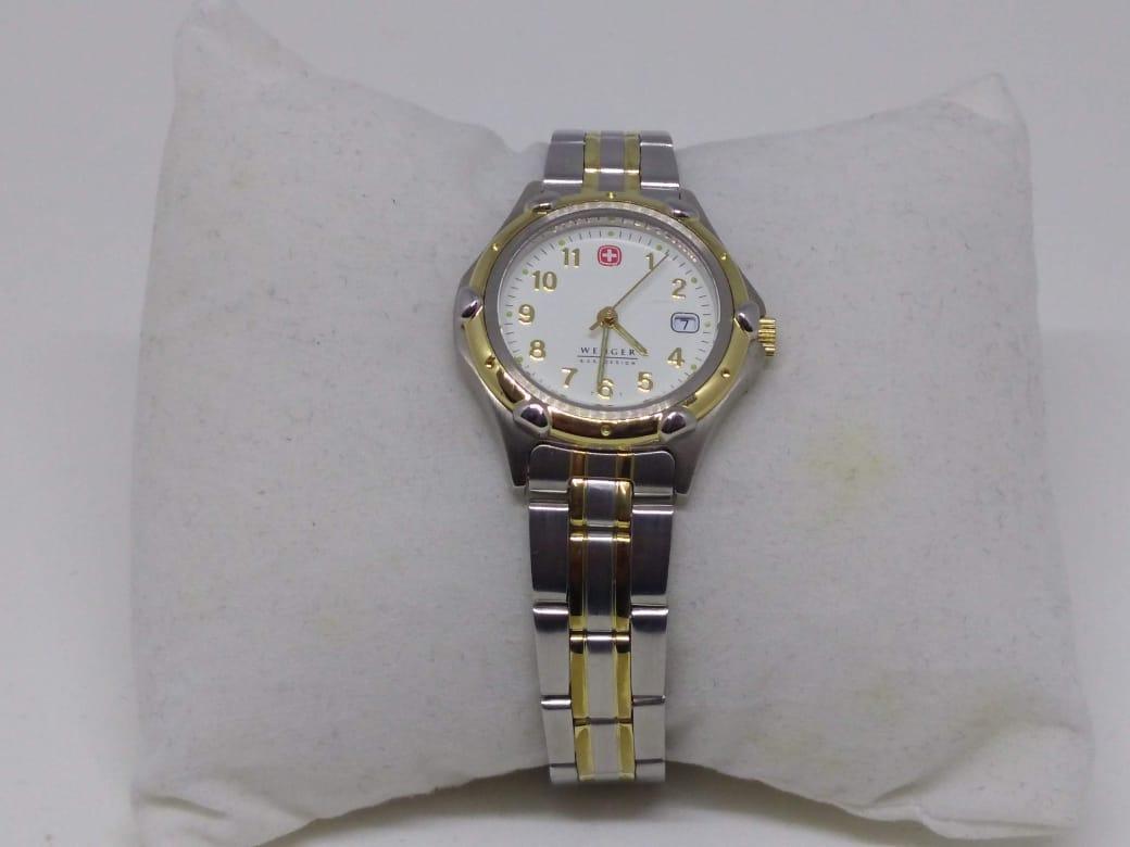 27e2f36f626 Zoom. Lote 94. Carregando... Tipo  Relógio. Relógio Wenger Aço Dourado  Calendário Feminino 33mm