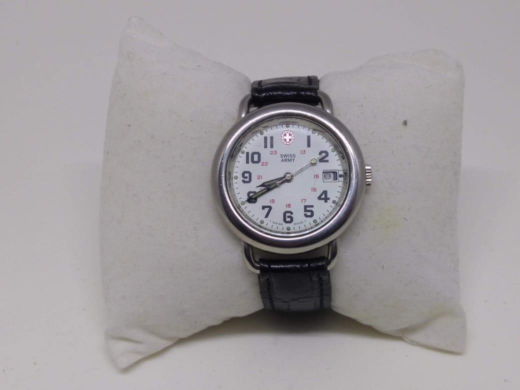 113b8bbaa36 Relógio Swiss Army Calendário Aço Pulseira de Couro 40m