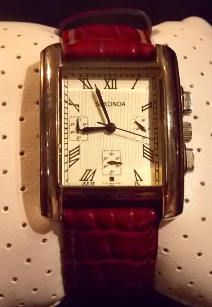 b6031faaa1d Lindo relógio SEKONDA com pulseira de couro em ótimo estado ( funcionando)