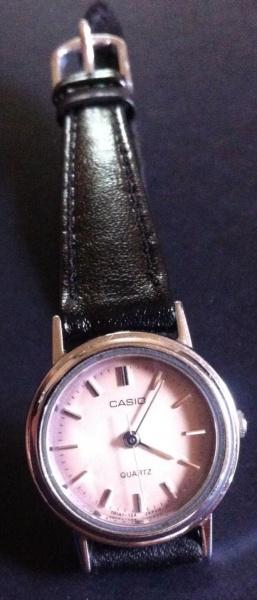 503252471c8 Lindo relógio casio quatz (falta bateria)