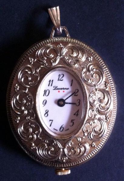 f3a89d26b42 Lindo e raro relógio pingente de metal espessurado