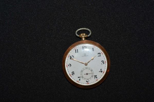 f0b95a022ac Antigo relógio de bolso suiço em plaquet dor da marca ômega. Máquina  necessitando de revisão.