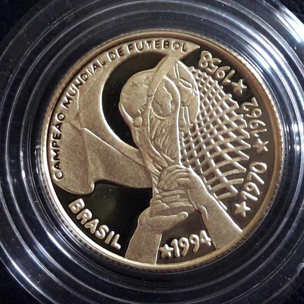 2 - Moeda de OURO do Brasil COMEMORATIVA DO TETRA 20 Reais ano de 1994. Peça muito escassa Peso 8gr.
