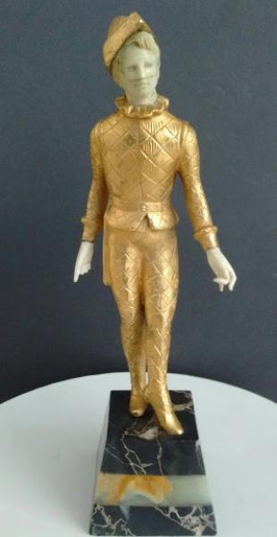 """FC000, Belíssima escultura de origem francesa escultura em marfim e bronze dourado, """"ARLEQUIM"""", inicio do século XX, medindo 25 cm de altura, pesando 1,5 kg aproximadamente."""
