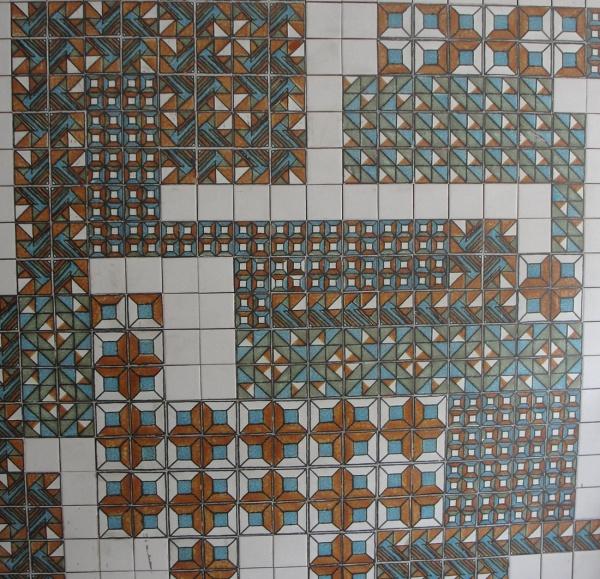FC000, FRANCISCO BRENNAND, painel com 324 azulejos, medindo 200 x 200 cm, pesando 70 kg aproximadamente.