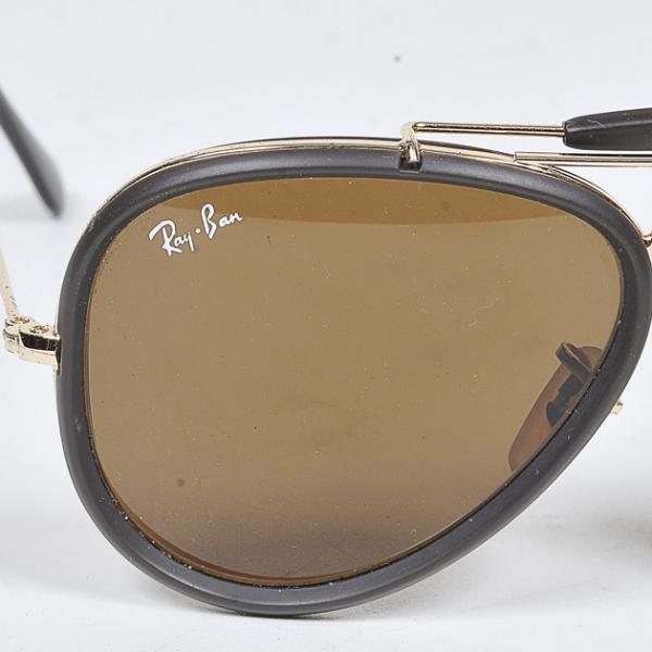 2057daca3 Ver imagem grande. Lote 26. Carregando... Tipo: Diversos. RAY BAN - Óculos  de sol modelo aviador numeração 58017 ...