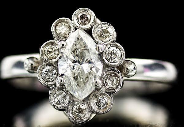 anel em ouro branco 18k com diamante formato de navete central ... 26141762d0