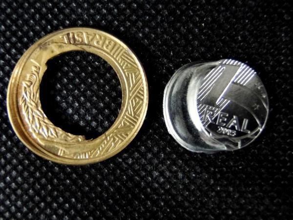 Brasil, moeda de 1 real com belíssimo defeito de cunhagem. Raríssimo, deslocamento do disco