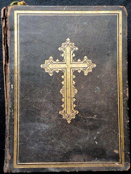 """Livro """"Missal Romano Ex Decreto Sacrosancti Concilii Tridentini"""", editora Sumptibus, Chartis et Typis Friderici Pustet, ano 1890. Livro antigo em latim, cerca de 770 páginas, em bom estado com desgastes do tempo."""