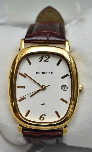 36553f944cd MONDAINE - Elegante relógio unissex com caixa em plaque dor e pulseira em  couro .