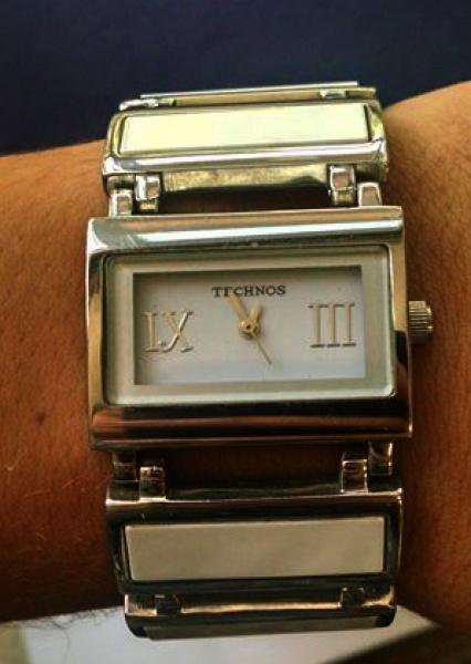 b22c1830266 Relógio Technos feminino design diferenciado caixa em metal