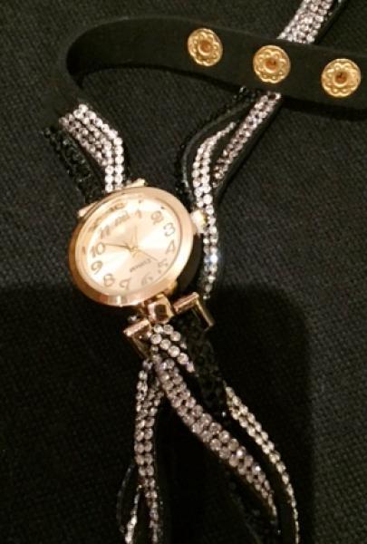 634abeb1620 Ver imagem grande. Lote 587. Carregando... Tipo  Relógio. Diferente e belo  relógio feminino em bela caixa dourada ...