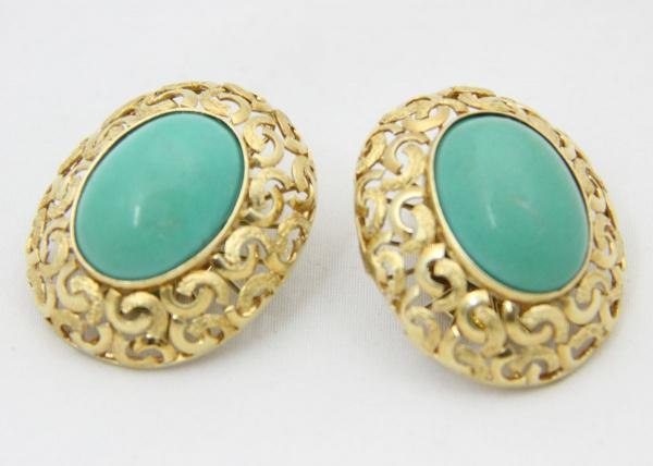 36e4b49a04b Elegante par de brincos em ouro 18 k com turquesas. Galeria fenestrada com  fino trabalho de ourivesaria. Brasil