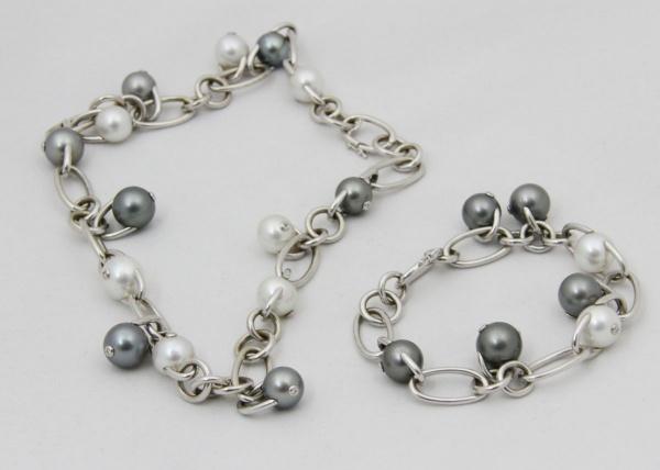42e8bcec281 DULCE   GABANA - Excepcional conjunto de colar e pulseira com ouro branco  teor 18 k e pérolas extra qualidade com 11 a 13 mm de diâmetro. Cada .