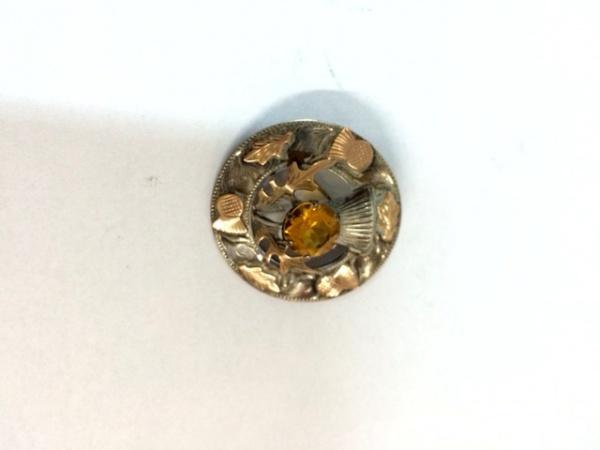 597ea9b7fe9 Belo broche em prata de lei e ouro com marcas para cidade de Birmingham
