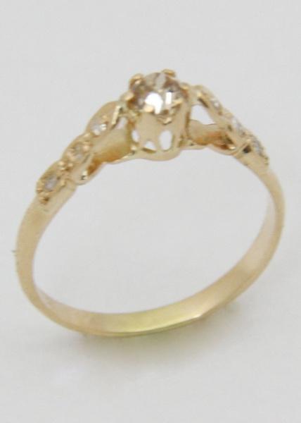 4bae450da8f Belo anel em ouro 18k com aproximadamente 0