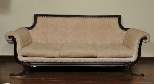 5aff03c6b1f Belissimo sofá de 3 lugares no estilo Império