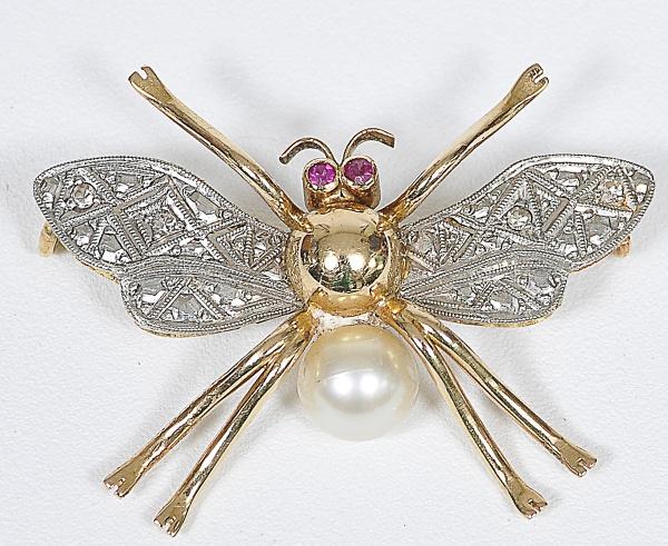 0d624bbed89 Pendente no formato de abelha