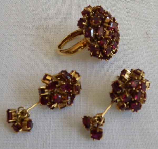 6362f409efc Conjunto de anel e par de brincos de ouro 18 k com diversos pendentes em  rubelitas