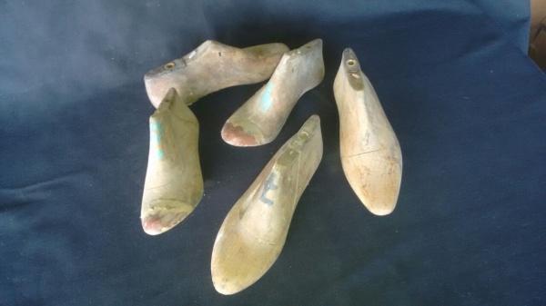 bf96b5cdd Antigas formas p/ sapatos em madeira (Masculinas e Femininas), em diversos  tamanhos e formatos, constando 5 peças.