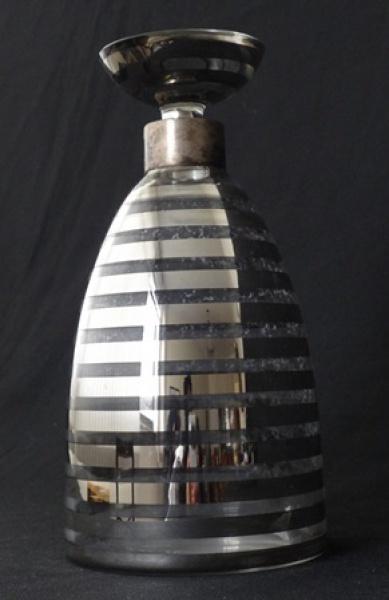 c472a9fd62a Elegante garrafa em cristal decorado a prata