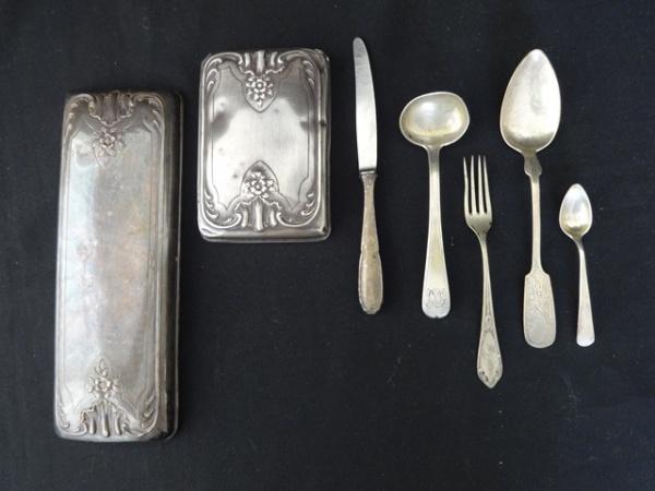 679d1a09983 Sete peças em prata  sendo 2 tampas de caixas para toilette em prata  francesa contraste