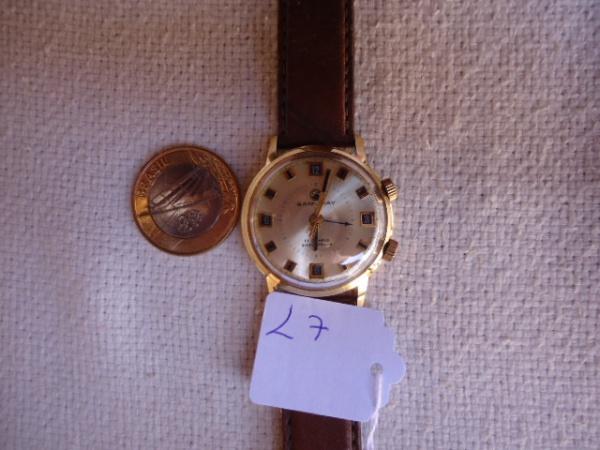 64569578bb3 relógio antigo despertador marca Samuray a corda. Funcionando muito bem.  Dourado. A coroa de cima é pra acerto do despertador mas não sei como  funciona.