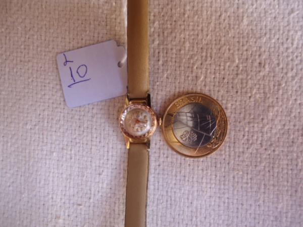 c24dd1db286 Relógio antigo suiço Mirvaine a corda feminino. Muito conservado. Dourado.  Um dos menores relógio fabricados. Não está funcionando por falta de  limpeza.