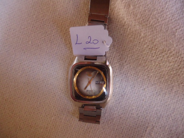 321025dd7f0 Relógio Seiko antigo japonês. Funcionando. Modelo raro. Pulseira não é  original. Riscos de uso.