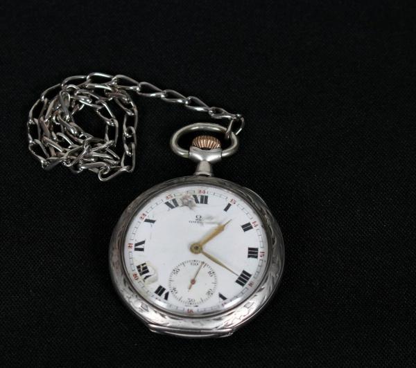 cdb6393009a OMEGA- Antigo relógio de bolso confeccionado em prata d