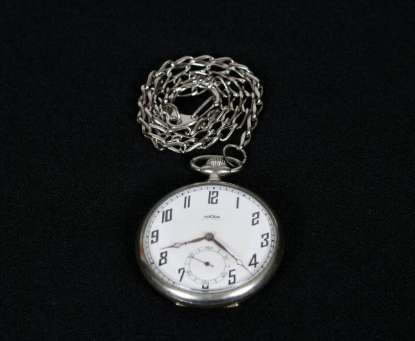 6fc81d0f907 Antigo relógio de bolso Suíço da marca Vulcain mostrador em porcelana.