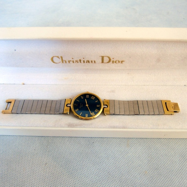 44492cbca52 CHRISTIAN DIOR - Paris Relógio feminino em aço inox com detalhes dourados.  Em ..