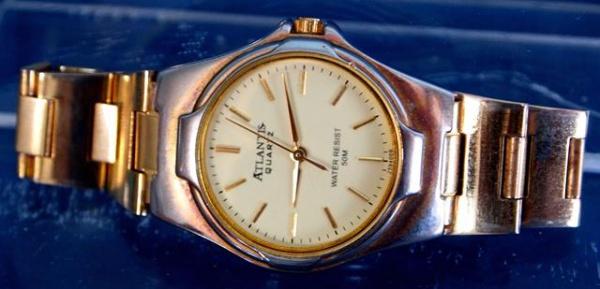 5c0cd49b247 Funcionando - Relógio de pulso feminino Atlantis - quartz dourado com 19 cm  de .
