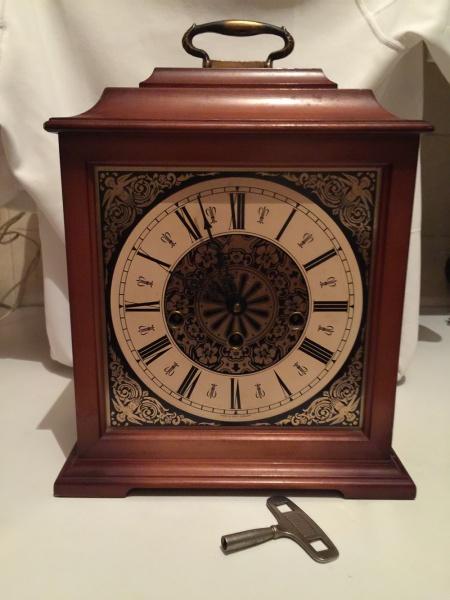 17990482ef2 Magnifico relógio carrilhão de mesa