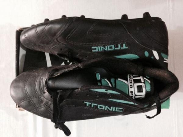 TRONIC - chuteira futebol de campo preto verde e branco fa223cb7cb905