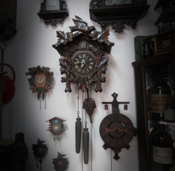 2738e08b4e6 Relógio Junghans mostrador e pendulo em porcelana. Com