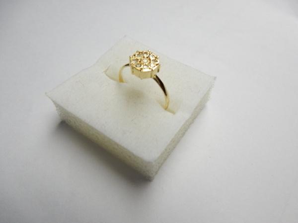 6614faa492f Delicado anel em ouro 18 k com rica incrustação de brilhantes de excelente .