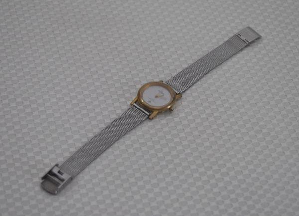 d6c14265d38 Relógio de Pulso Feminino com Pulseira em Metal Prateado Caixa em Dourado e  .