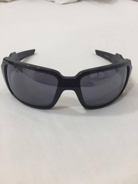df8289f918c24 Belissimo Óculos Oakley Oil Drum com lentes polarizadas (Original)