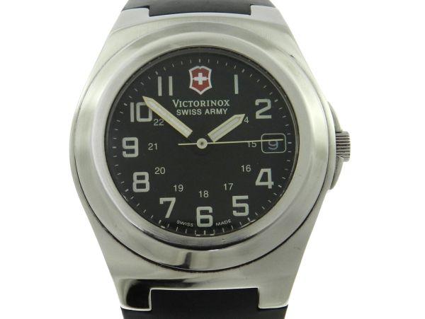 9bb8a21c258 Relógio VictorInox Swiss Army - Caixa em aço e pulseira