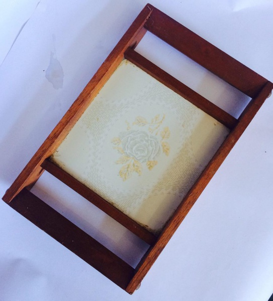 Linda bandeja em madeira com base em azulejo. med 27x17cm c8aef10cb0f