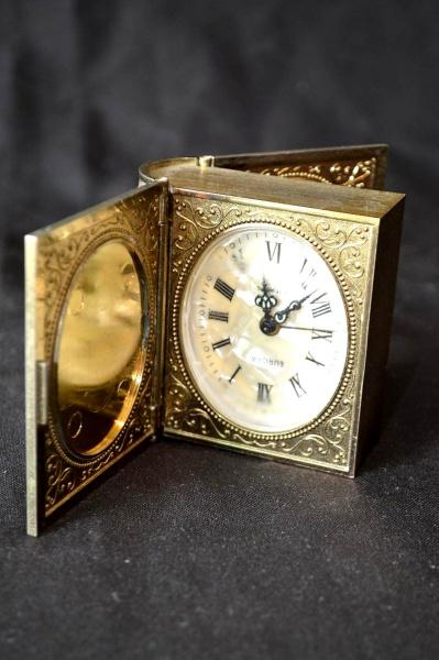 859a7421331 Gracioso relógio despertador alemão - marca  EUROPA - no feitio de livro