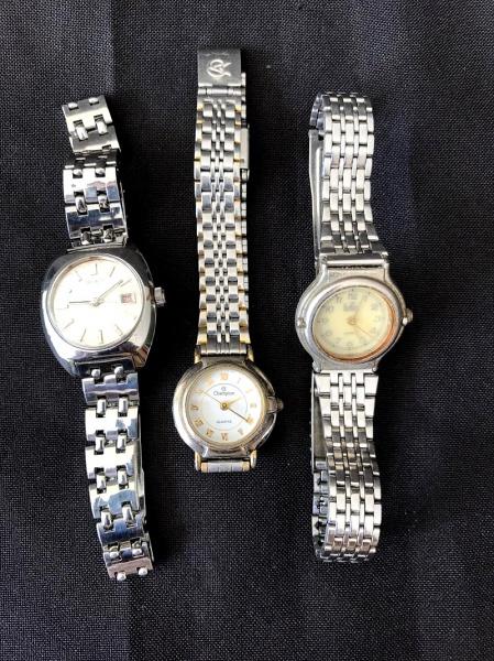 f00fdc1abdb Três (3) antigos relógios femininos