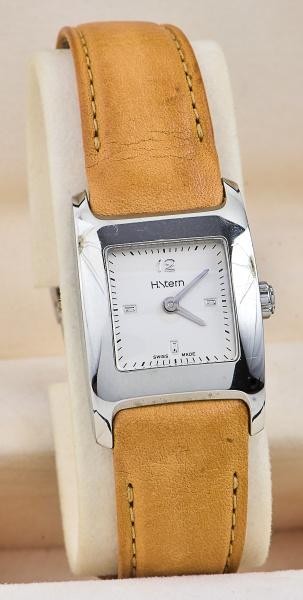 357031df3e7 Relógio H.STERN feminino pulseira em couro na caixa com