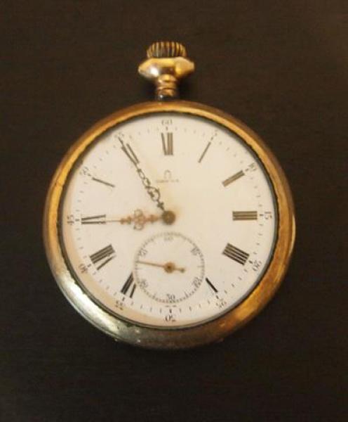 4d4f3a8f04e Antigo Relógio de Algibeira Omega Ferradura em Plaquê D