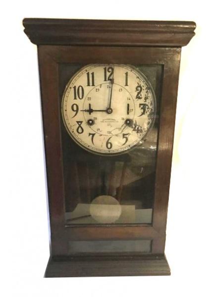 42be01b98b8 Antigo relógio de parede