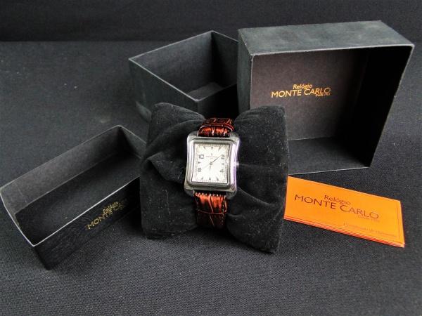1f12938fd17 BELÍSSIMO relógio de pulso da MONTE CARLO. Caixa prateada com pulseira em  COURO marrom. Na caixa