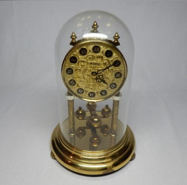 fbba9bf7c4e BULOVA - Clássico relógio de mesa com belíssimo mostrador de fundo dourado  e .